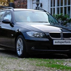 BMW 320i SE Touring - black